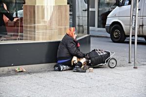 poverty-1423343_640